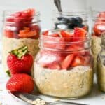 featured image for this protein overnight oats recipe