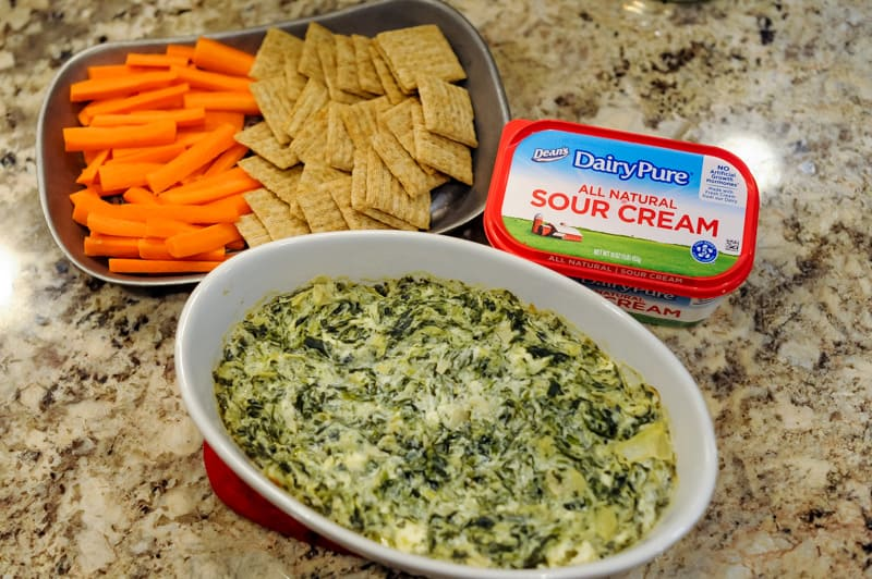 easy holiday appetizer ideas from Pennsylvania blogger Lyndsey of www.mommafitlyndsey.com // holiday party appetizer // make ahead holiday appetizers // simple holiday appetizers // easy christmas appetizers // easy holiday finger foods
