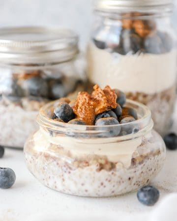 Quinoa Parfait Jar - Plant Based Breakfast. Easy whole food breakfast idea that is easy and simple to make. Perfect healthy breakfast that is high in protein and can be made ahead for busy mornings on the go