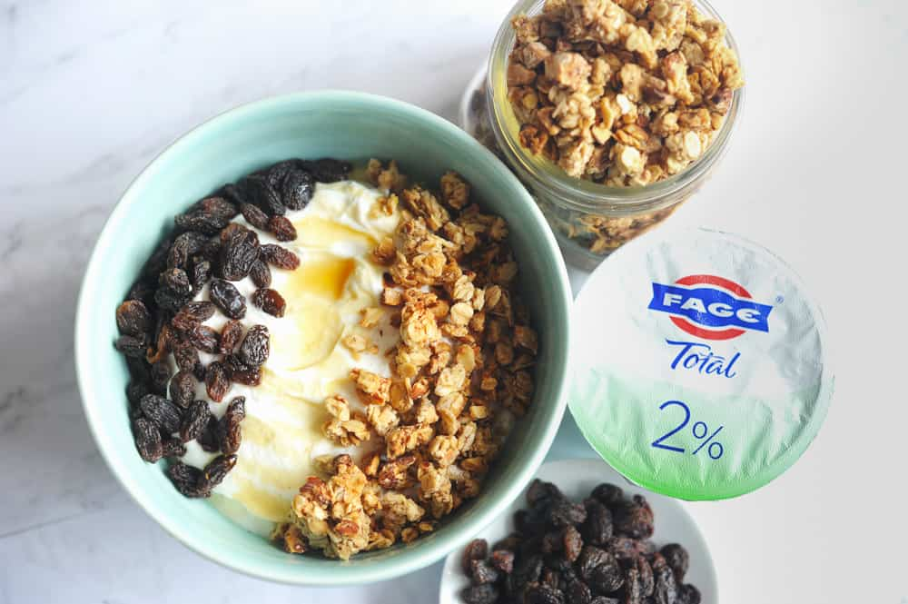 yogurt granola bowl ideas for healthy quick breakfast on the go