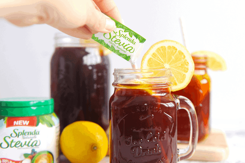 Wondering how to make iced tea with stevia? healthy Lifestyle Blogger Momma Fit lyndsey is sharing her favorite way to make natural iced tea