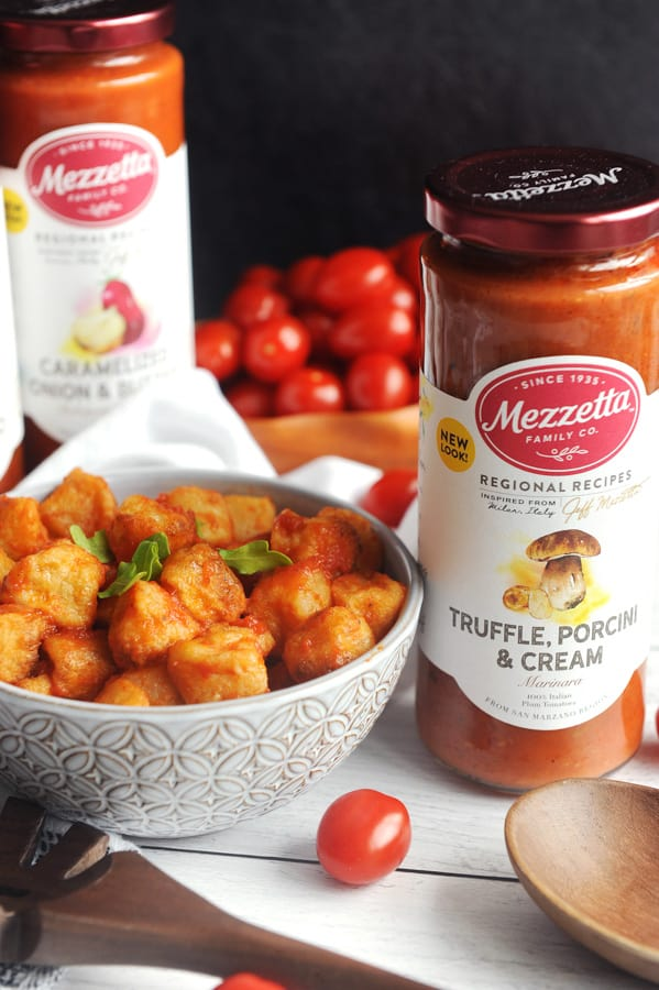 Looking for healthy dinner recipes? healthy Lifestyle Blogger Momma Fit lyndsey is sharing her cauliflower gnocchi dinner