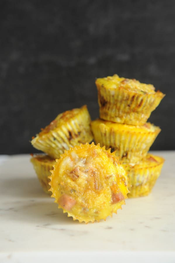 Looking for easy whole30 breakfast recipes for Easter brunch? healthy Lifestyle Blogger Momma Fit lyndsey is sharing her favorite egg muffin cups for breakfast