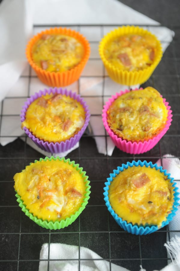 Looking for easy whole30 breakfast recipes for Easter brunch? healthy Lifestyle Blogger Momma Fit lyndsey is sharing her favorite egg muffins recipe
