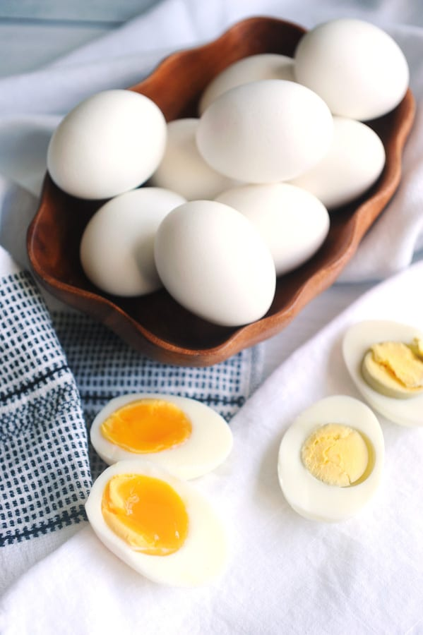 Looking for healthy easy meal prep recipes? Healthy lifestyle blogger Momma Fit Lyndsey shares her easy pressure cooker recipe for how to make hard boiled eggs in the pressure cooker or instant pot