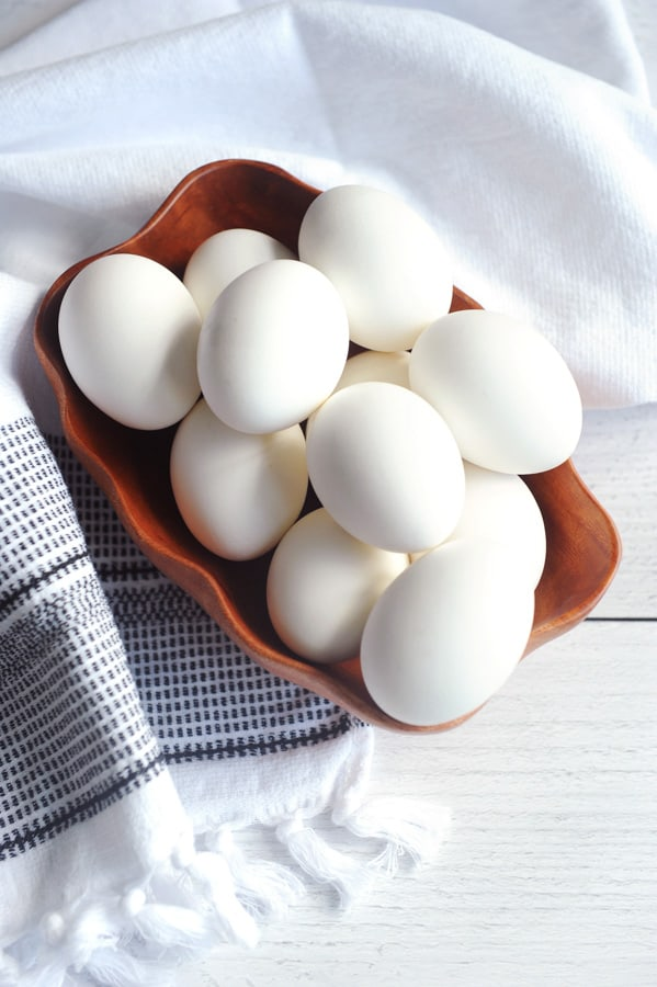 Looking for healthy easy meal prep recipes? Healthy lifestyle blogger Momma Fit Lyndsey shares her easy hard boiled eggs recipe