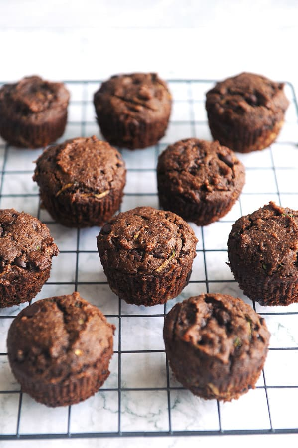 Looking for a gluten free dairy free muffin recipe that tastes great? Healthy lifestyle blogger Momma Fit Lyndsey shares her super fudgey healthy chocolate zucchini muffins recipe