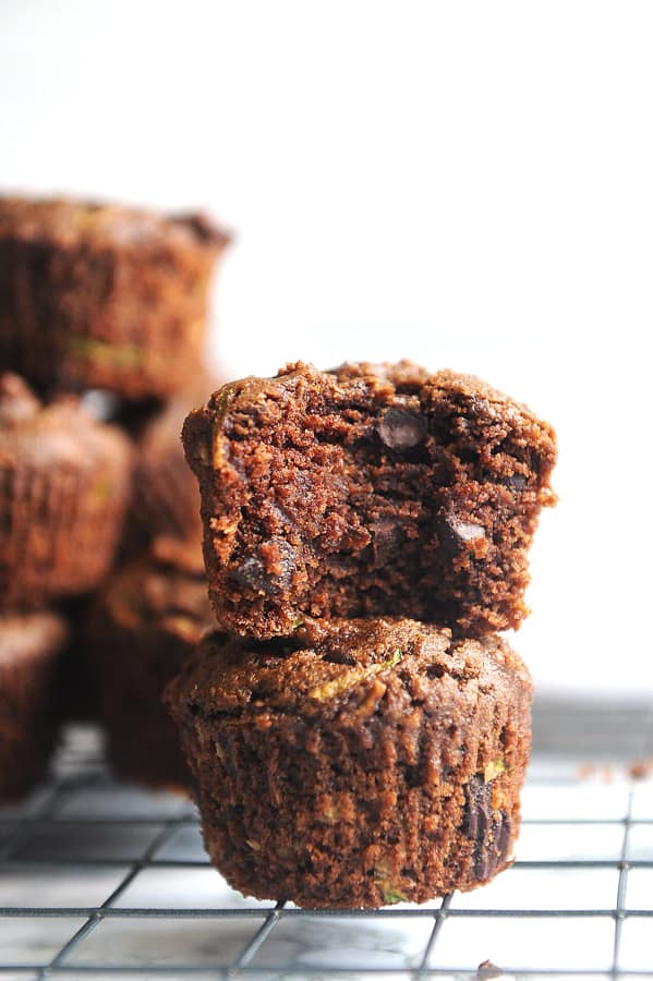 Looking for a healthy snack that is good for kids with no refined sugar? Healthy lifestyle blogger Momma Fit Lyndsey shares her super fudgey healthy chocolate zucchini muffins recipe