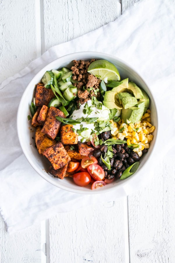 Looking for healthy summer dinner ideas? Healthy lifestyle blogger Momma Fit Lyndsey shares her favorite power bowls recipes