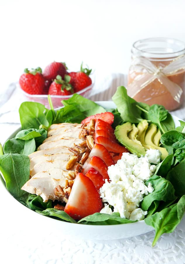 Looking for healthy summer salad ideas? Healthy lifestyle blogger Momma Fit Lyndsey shares her favorite summer salads for 2019