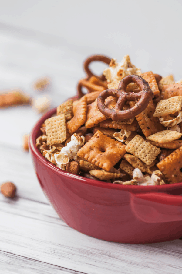 Looking for a easy make ahead after school snacks for teenagers? Healthy lifestyle blogger Momma Fit Lyndsey shares her favorite after school snack ideas for teens on the go