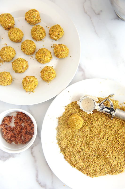This pistachio, cheese and bacon cheese ball recipe is one of my favorite new keto appetizers. It is a low carb appetizer that is savory and perfect to take to a holiday party.
