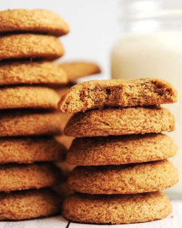 Looking for a gluten free sugar cookie recipe that is soft, chewy and made with no xanthan gum or refined sugar? This easy recipe is made with Bob's Red Mill gluten free flour and is perfect for your holiday cookies.