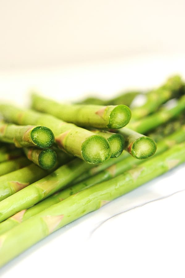 how to trim asparagus for the air fryer
