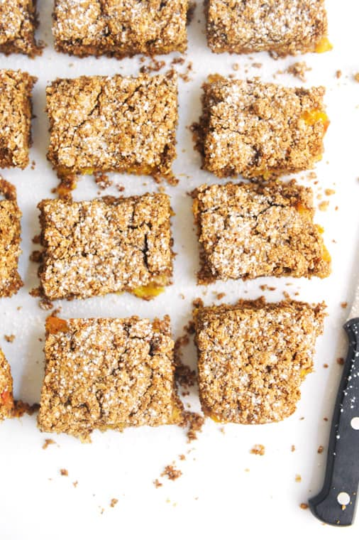 healthy peach crumble bars recipe. Easy to make vegan peach pie bars with no refined sugar, dairy free and gluten free. Best recipe for sweet peach pie bars using fresh peaches.