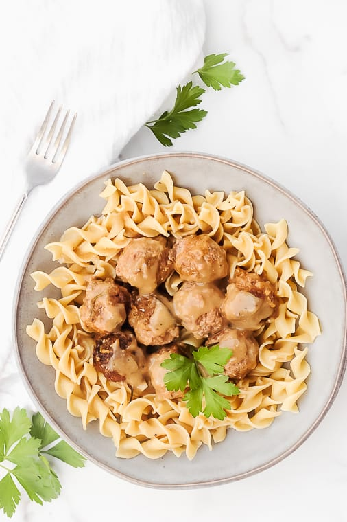 healthy slow cooker swedish meatballs made in the crockpot are easy to do homemade! This recipe by Momma Fit Lyndsey is the best homemade swedish meatballs, even better than Ikea. Delicious to serve with noodles or zoodles for a keto swedish meatball dinner.