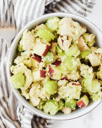 Whole30 chicken salad with avocado and apples by Momma Fit Lyndsey. Easy no mayo chicken salad is quick to make and eat alone or in lettuce wraps.