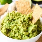 featured image for this quick & easy guacamole with no onion or tomatoes