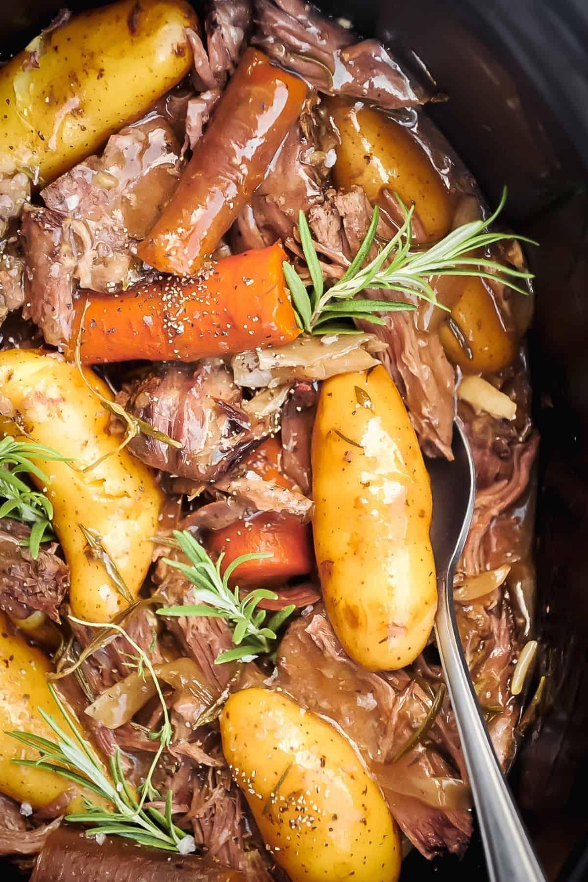 crock-pot-roast-with-carrots-potatoes